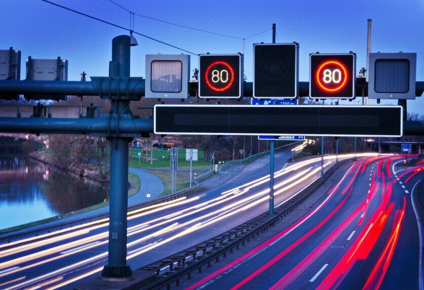 axa studie telematiksysteme im kfz die meisten deutschen wollen in zukunft telematik im auto